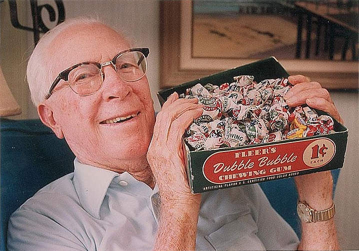 Walter Diemer with the box of Dubble Bubble