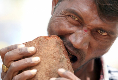 Man eats soil