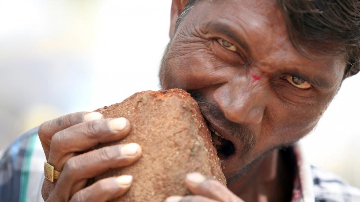 Man eats soil